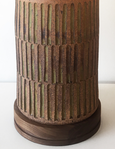 CHANNELED CERAMIC LAMP