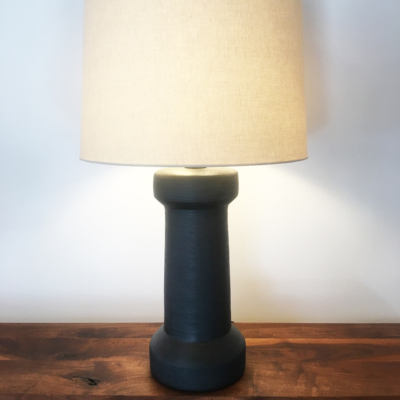 SPINDLE CERAMIC TABLE LAMP