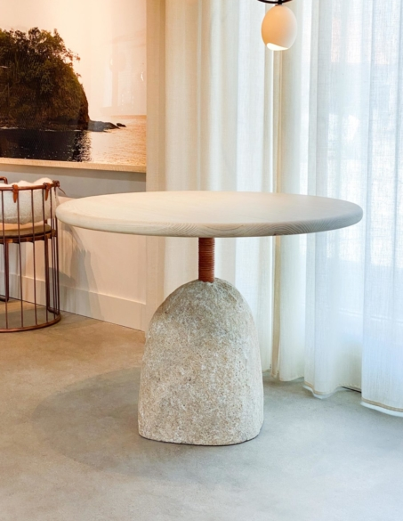BOULDER ROUND DINING TABLE